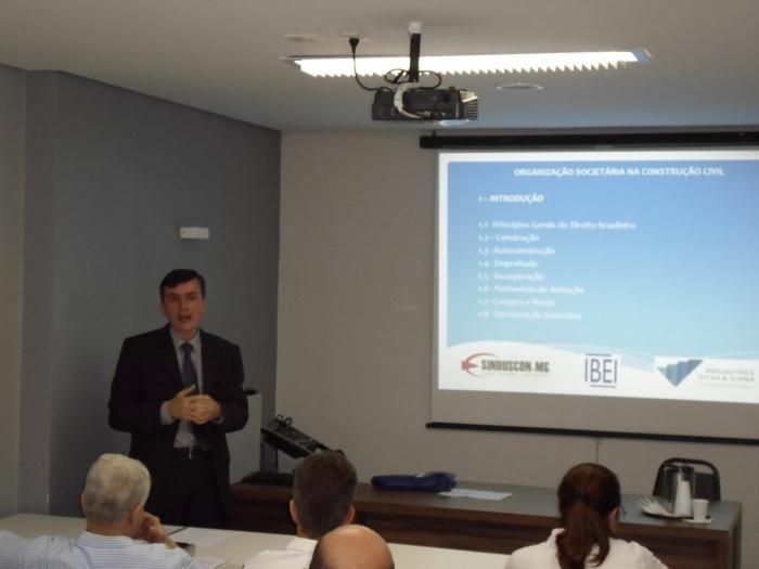 Sócio da Magalhães, Silva & Viana Sociedade de Advogados profere palestra no Sinduscon-MG sobre organização societária na construção civil.