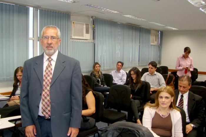 Prof. Antônio César da Silva com os participantes.