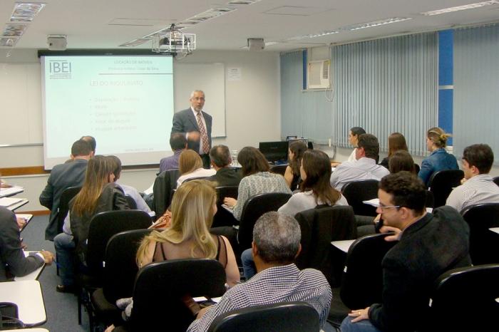 Prof. Antônio César da Silva e os participantes.